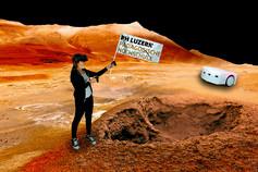 Mädchen mit Flagge auf dem Mars