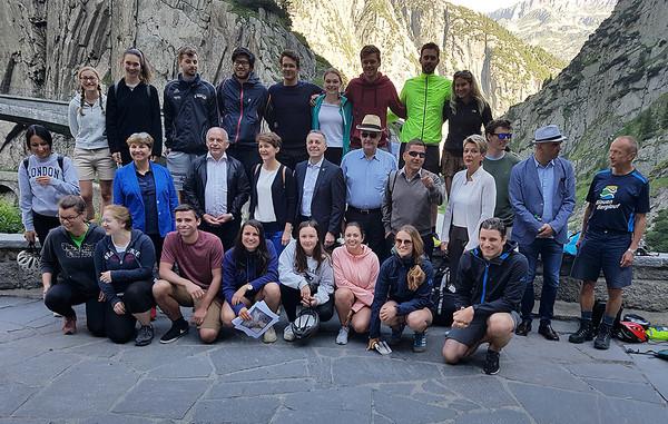 Studierende der PH Luzern mit dem Gesamtbundesrat.